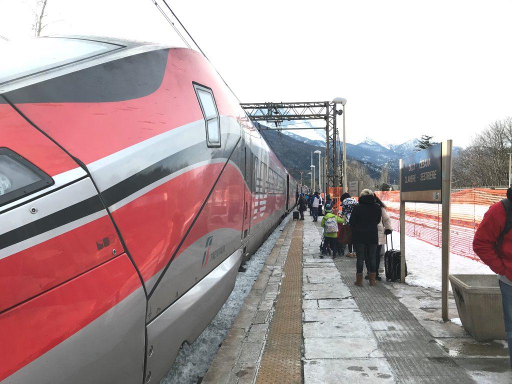 le TGV direct Oulx Florence Rome Naples embarque dimanche soir les voyageurs à l'issue d'une semaine ou d'un weekend de ski